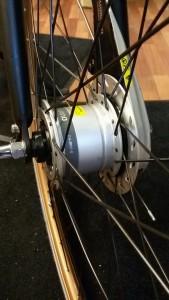 Eksempel på hjulnav med dynamo i.
